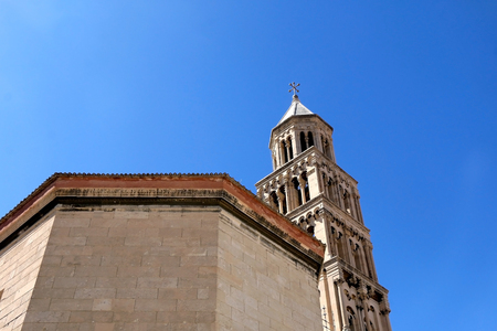 Saint Domnius cathedral and bell tower - historical landmarks in Split, Croatia. Split is popular summer travel destination and UNESCO World Heritage Site. 免版税图像