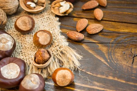 Mix of different nuts on a rustic background. Close-up photo with copy space. Healthy nutrition concept. Standard-Bild - 133178516