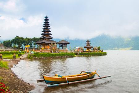 ulun: Pura Ulun Danu temple on a lake Beratan, Bali, Indonesia