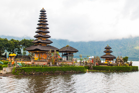 ulun: Beautiful Pura Ulun Danu Bratan temple , Bali, Indonesia