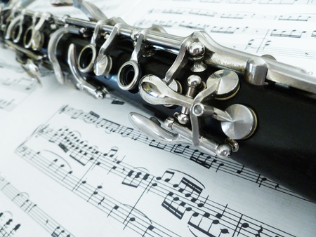 Sheet music with a diagonal view of the clarinet. Stok Fotoğraf