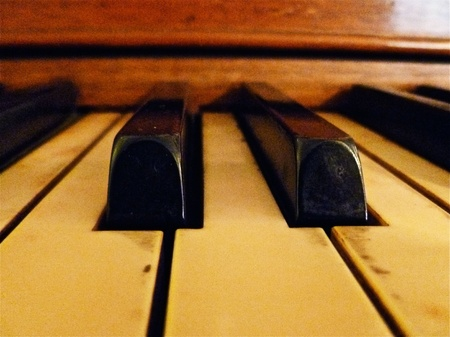 A close up view of the piano keys.