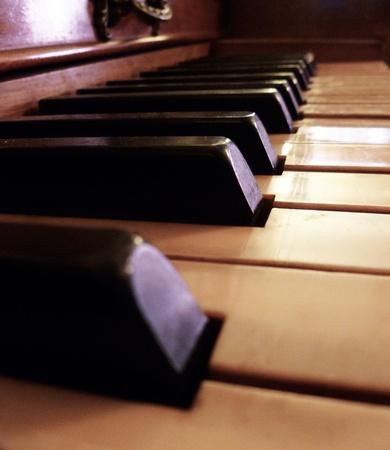 Eine diagonale Blick auf die Klaviertasten. Standard-Bild - 10294882