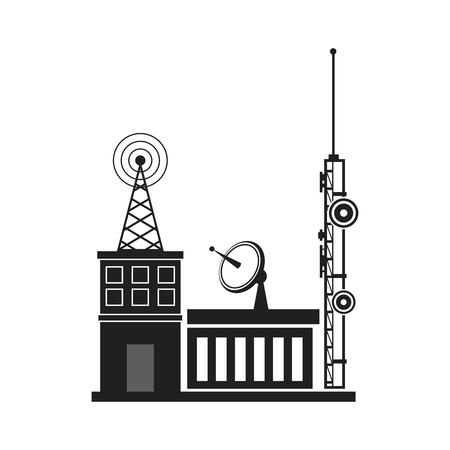 Anteny telewizyjne i anteny satelitarnej dla telewizji montowane na dachówką izolowane na niebieskim tle nieba w okolicy. Anteny telekomunikacyjne i odbiorniki.