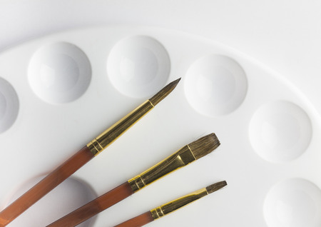 pallete: Sable artists paint brushes on white pallete background Stock Photo