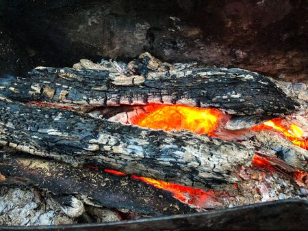 Smoldering firewood in the barbecue. Burning coal Stockfoto