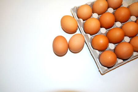 20 chicken eggs per pack. There is a place for inscription, with the image of eggs on the right side. Three eggs laid out and lie close by on a white background Stockfoto