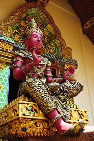 angel de la guarda: Estatua de estilo tailand�s �ngel de la Guarda Foto de archivo