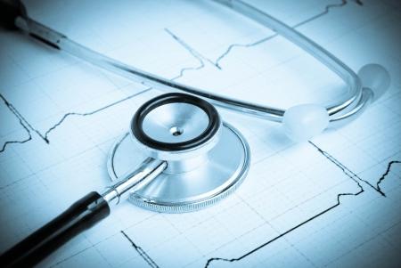 stethoscope on a cardiogram Standard-Bild
