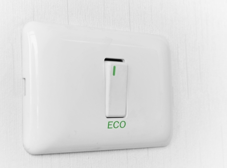 switch on the light: Conceptos Eco luz Apagar Foto de archivo