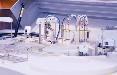gaschromatograaf met glas monster flessen