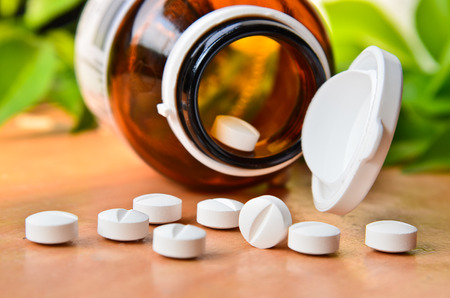 Pillen van de pil fles Spilling