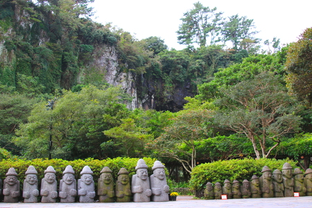 It is a stone wall of Cheon Ji-yeon of Jeju.