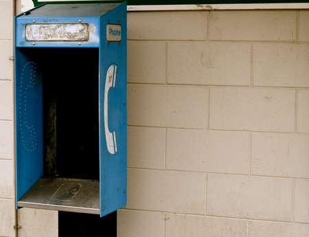 cabina telefonica: Cabina de tel�fono sin tel�fono Foto de archivo