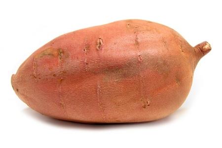 batata: Batata rojo sobre un fondo blanco