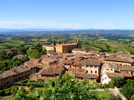 farming village: View of a hill town and Tuscan countryside
