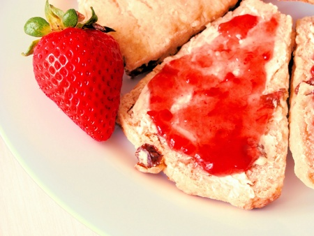teatime: Raisin scones with strawberry jam