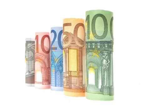 billets euro: L'augmentation de coupures de billets en euros laminés sur un fond blanc Banque d'images