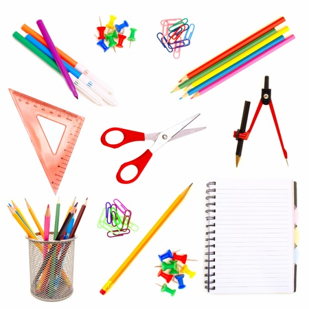 utiles escolares: Diversos suministros escolares aisladas sobre fondo blanco