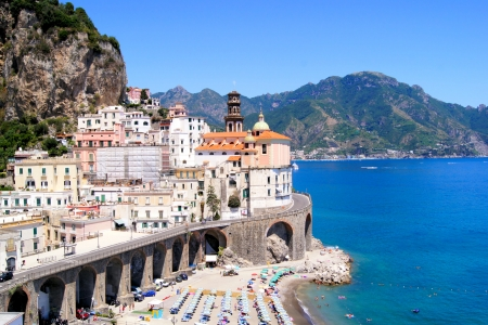 イタリアの美しいアマルフィ海岸のアトラーニ ビレッジ ビュー 写真素材