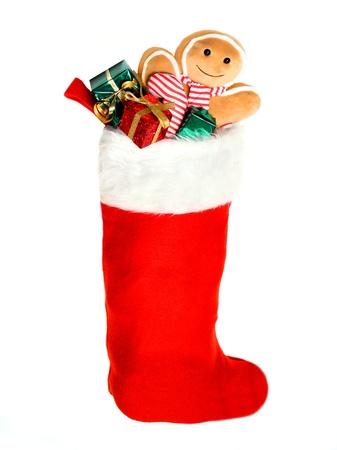 赤いクリスマス ストッキング白でカラフルなギフト、おもちゃでいっぱい