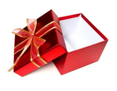白色の背景上の弓と空の赤いギフト ボックスを開く 写真素材