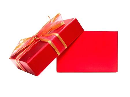 空の赤いギフト ボックス蓋と白い背景の上の弓