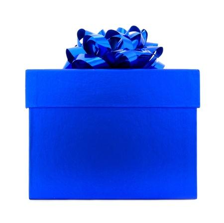 pokrywka: Pojedyncze Bright Blue Pudełko z kokardą samodzielnie na białym tle Zdjęcie Seryjne