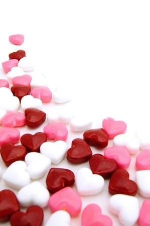 liefde: Valentijnsdag achtergrond of hoek grens van rode, roze en witte snoepjes