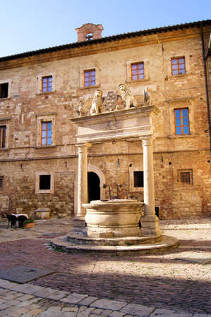 montepulciano: Medieval well in a square in the Tuscan hill town of Montepulciano Stock Photo