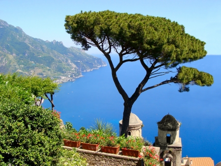 View of the Amalfi Coast from Villa Rufolo in Ravello, Italy Imagens