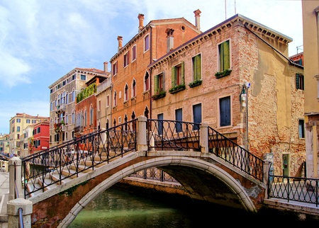 venezia: Bridge and architecture along the canals of Venice, Italy Stock Photo