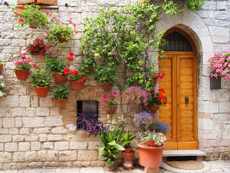umbria: Colorful flowers outside a home in the Italian hilltown of Assisi