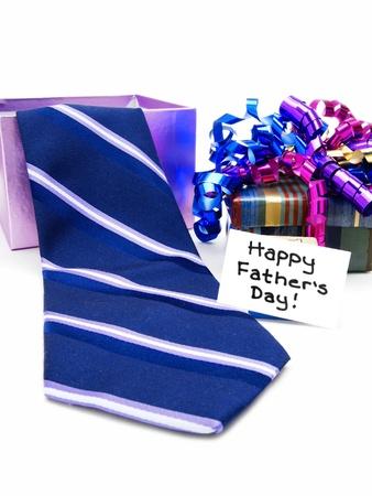 Gelukkige Dag van Vaders tag met geschenkdoos en stropdas