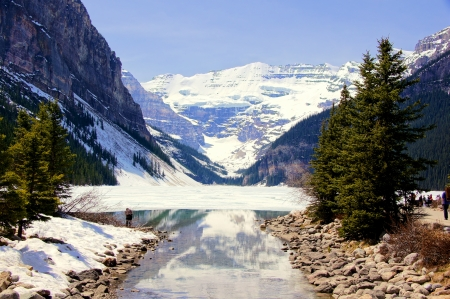 banff: View of the famous Lake Louise with snow in early spring Stock Photo