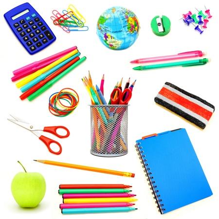 Assortiment de fournitures scolaires isolé individuellement sur blanc