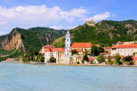 Villaggio di Dürnstein lungo il Danubio, Wachau Valley, Austria Archivio Fotografico - 21970663