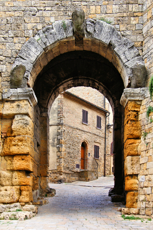 volterra: Ancient gate in the defense walls of Volterra, Tuscany, Italy