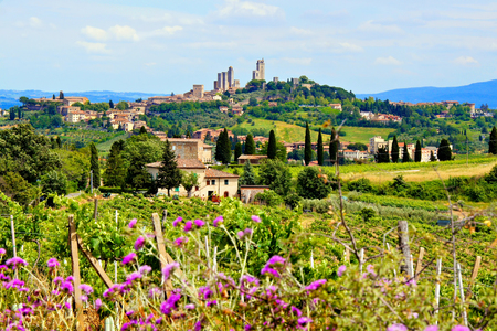 tuscan house: View over the countryside of Tuscany, Italy towards the town of San Gimignano Stock Photo