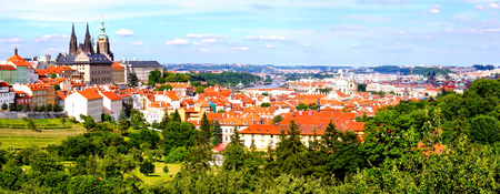 praha: Panoramic view over historic center of Prague with castle, Czech Republic