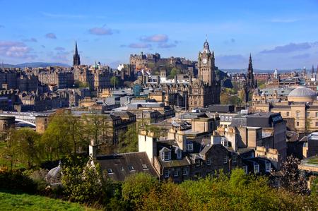 スコットランドのエジンバラの歴史的な中心の眺め