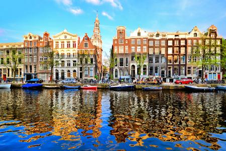 활기찬 반사, 네덜란드 황혼 암스테르담의 운하 주택