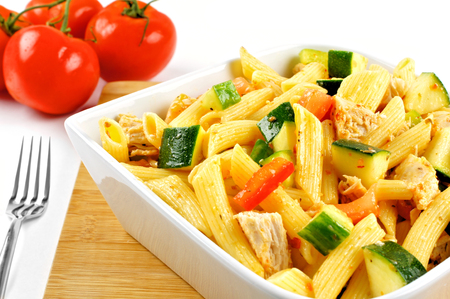 pasta salad: Bowl of pasta salad with vegetables and chicken Stock Photo