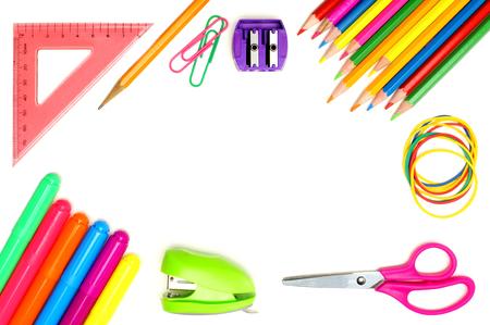 흰색 배경 위에 다채로운 학교 용품 프레임 스톡 콘텐츠