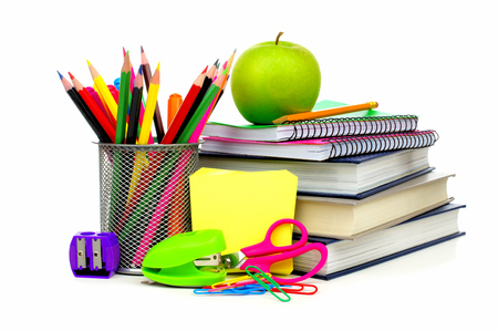 Groep van schoolbenodigdheden en boeken over een witte achtergrond Stockfoto