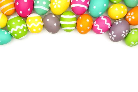 huevo: Colorido Pascua huevo más frontera contra un fondo blanco
