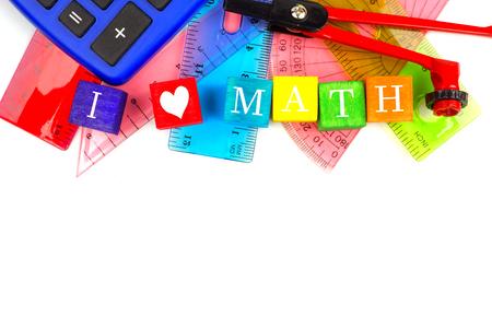 matematica: Bloques del juguete de I Heart Math con una temática de matemáticas útiles escolares borde superior sobre blanco