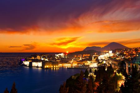 croatia dubrovnik: Beautiful sunset view over the historic old town of Dubrovnik, Croatia