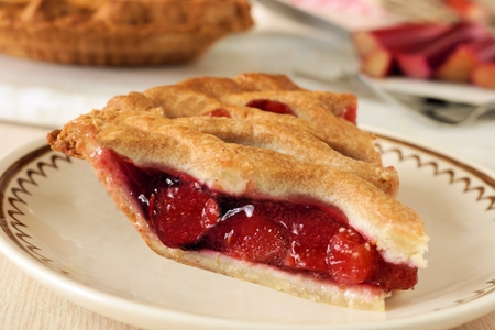 Piece of fresh strawberry and rhubarb pie on a plate Imagens