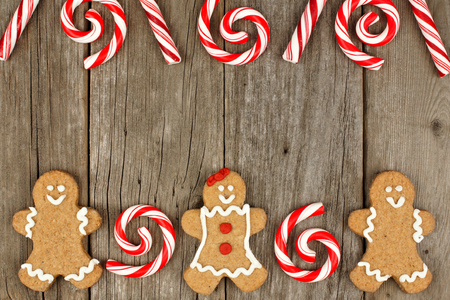 peppermint candy: Christmas gingerbread cookies on rustic wooden background with peppermint candy top border